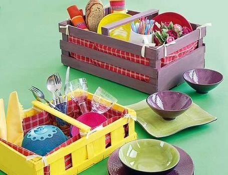 Unas simpáticas cestas de picnic con unas simples cajas de madera ...