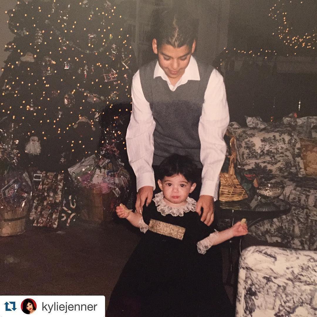 #happybirthdayrob #family #blessed #love #Repost @kyliejenner  Happy Saint Patrick's Day & Happy Birthday Bobert  #krisjenner #krisisms