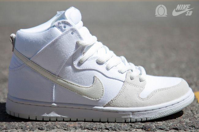 acción Rugido omitir  Nike SB Dunk High Pro | White & Metallic Summit - EU Kicks: Sneaker  Magazine | Nike sb, Nike sb dunks, Nike