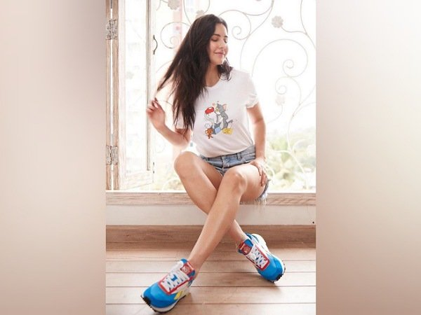 We Love Katrina Kaif S Cute Tom And Jerry T Shirt But Her Less Than Inr 10 000 Shoes Are Pure Wow Katrina Kaif Katrina Kaif Photo Bollywood Celebrities