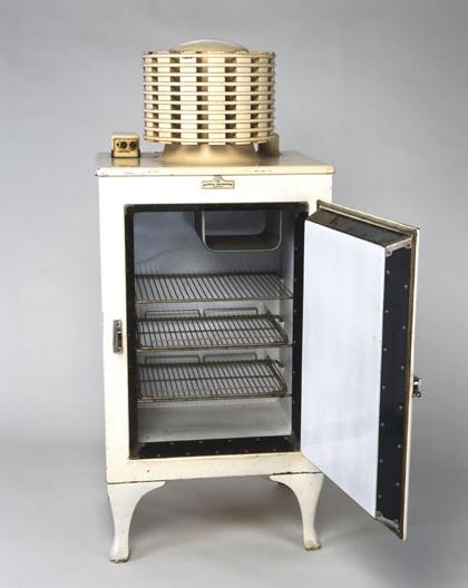 Geladeira elétrica. 1913 Fred W. Wolf Energy efficient