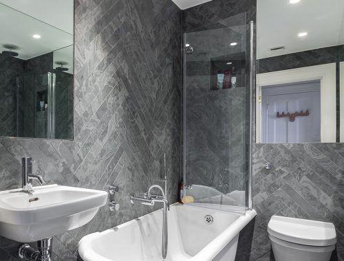 Badkamer Modern Klein : Klassiek moderne badkamer in een klein appartement van m