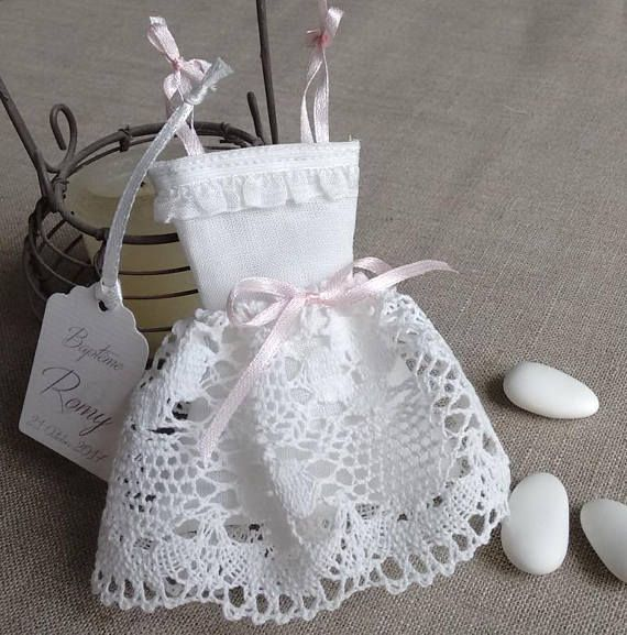 Pochon dragées personnalisé, mariage, baptême, communion, lot de 10 petites robes baptême , modèle Princesse