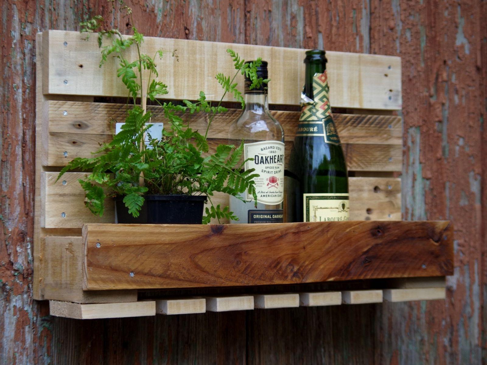 Porte Bouteilles En Bois De Palette Recycle Pour La Maison Ou Les Espaces Professionnels Module Mural Fa Avec Images Mobilier En Bois Palette Bois Bar En Bois De Palettes
