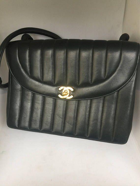 2363095ac5 Très joli sac rare vintage de chez Chanel des années 70 en très bon état