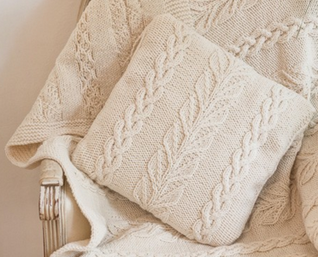 Deramores Cable & Leaf Cushion Cover | mantas tejidas con dos agujas ...