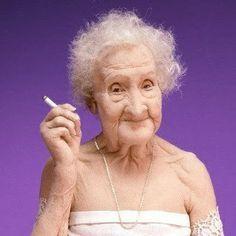 uma vida ativa para sua idade, praticando esportes como esgrima, até os 85 anos. Passeou de bicicleta até os cem anos. Morou sozinha no seu apartamento até os 110 anos. Conseguiu andar até os 115 anos.  Seus segredos eram, o azeite, o vinho do porto e o chocolate.  Tinha por hábito fumar um cigarro e beber um copo de vinho tinto por dia