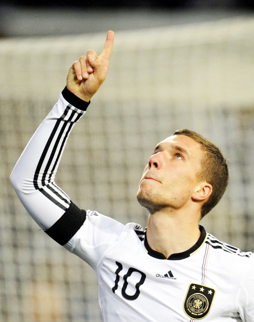 Lukas Podolski Dfb Fussballspieler Dfb Dfb Team