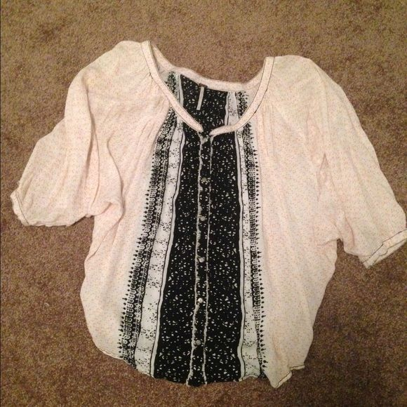 flowy oversized Free People top flowy, over sized Free People top. light peach pattern with black & white detail and black stitching Free People Tops Blouses