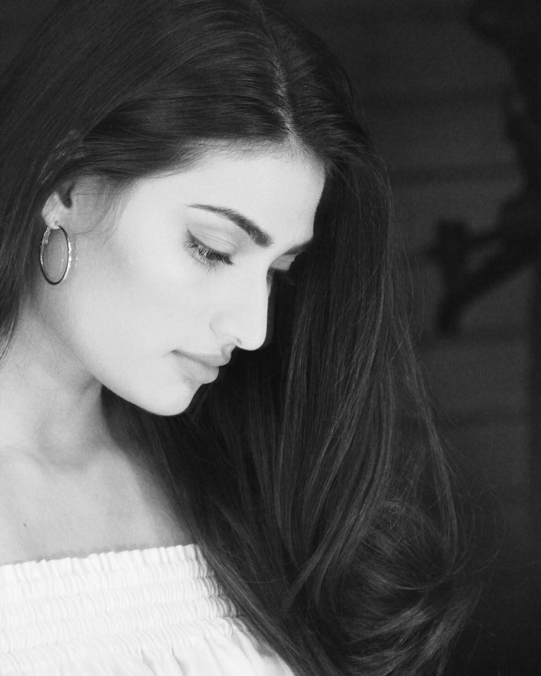59k Likes 326 Comments Athiya Shetty Athiyashetty On Instagram Daydreamer Night Thinker Athiya Shetty Portrait Photography Poses Desi Beauty