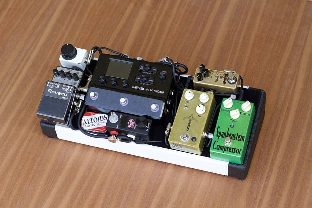Check Out This Sweet Feather Board Thecaseyjt Put Together With That Hx Stomp On There I Bet This Little Board Guitar Pedal Boards Guitar Pedals Guitar Gear