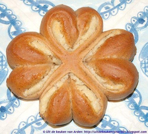 Uit de keuken van Levine: Speculaasbroodjes met amandelspijs