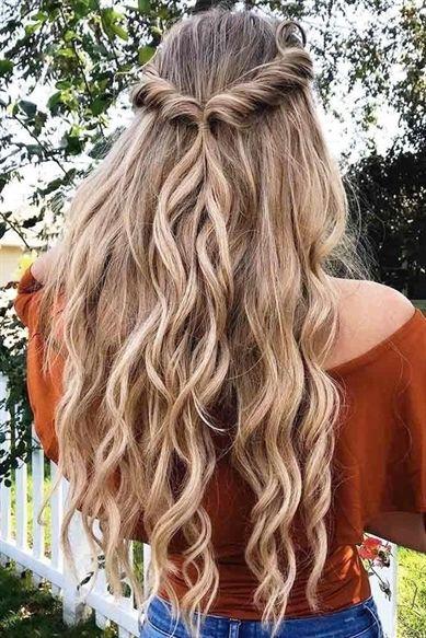 Pin di Giulia Apostolico su Damigele capelli/matrimonio Acconciature capelli lunghi mossi