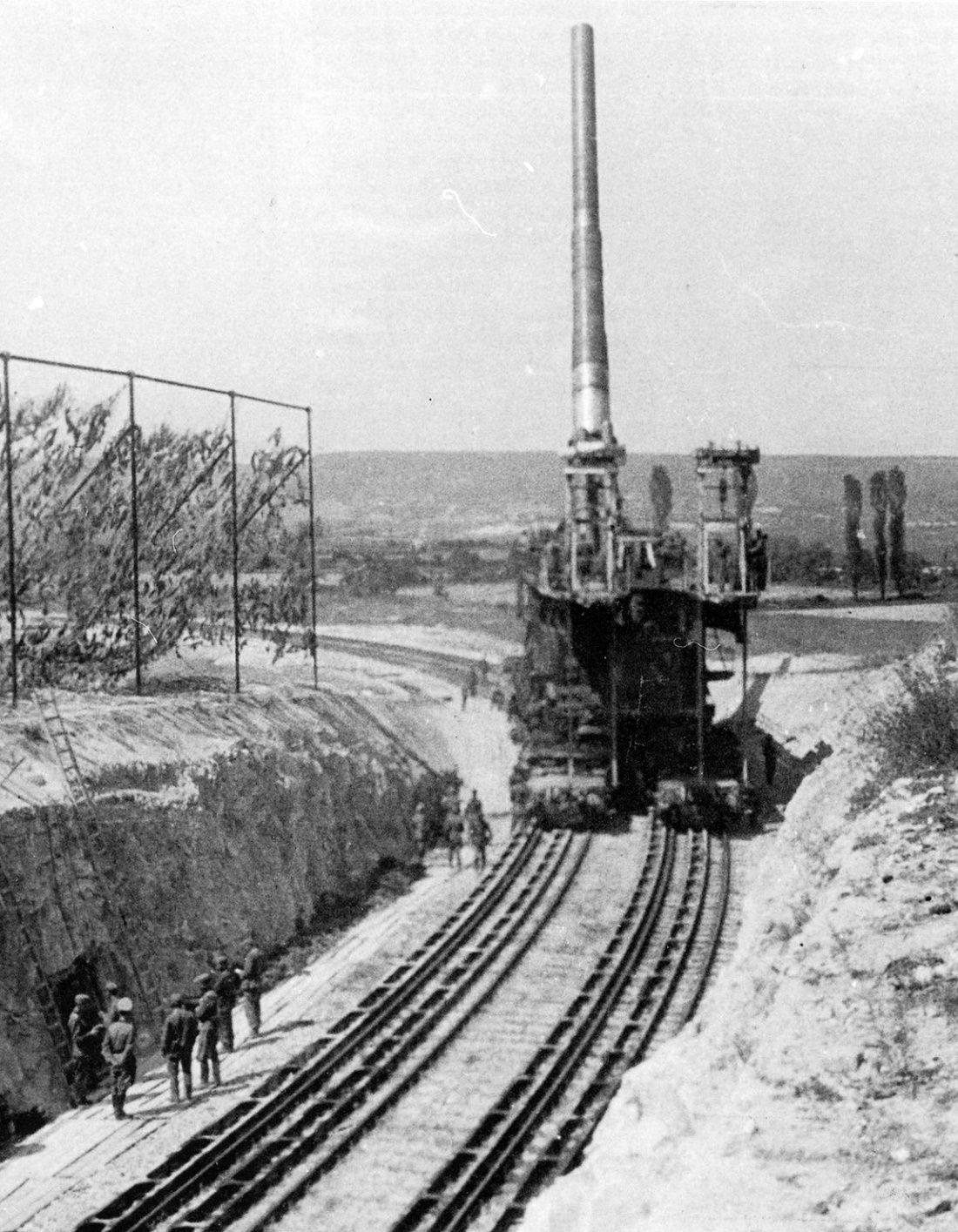 80cm Schwerer Gustav railway gun aimed at Sevastopol ...