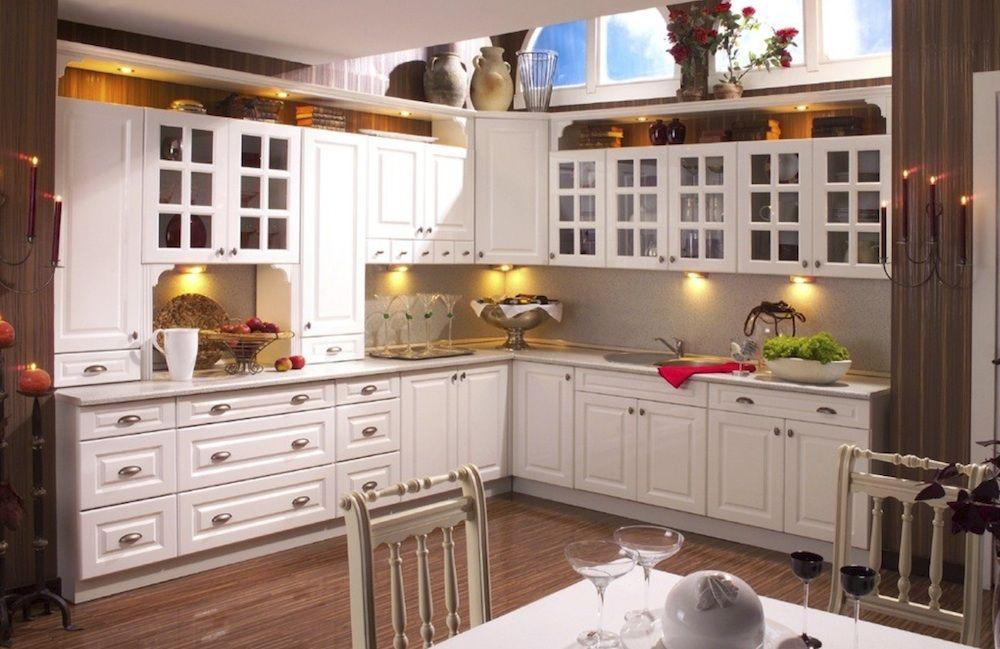 Küche Küchenzeile weiß Glanz Hochglanz matt Landhausküche