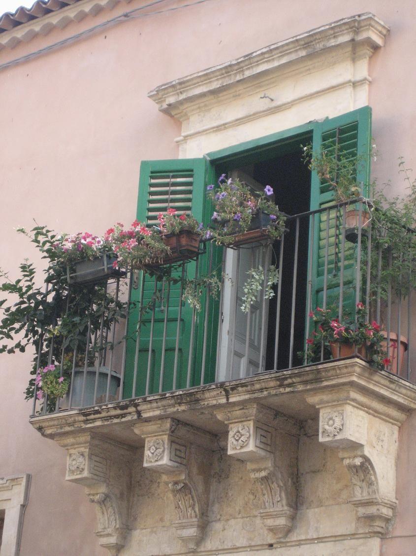 Typical sicilian balcony...love them!