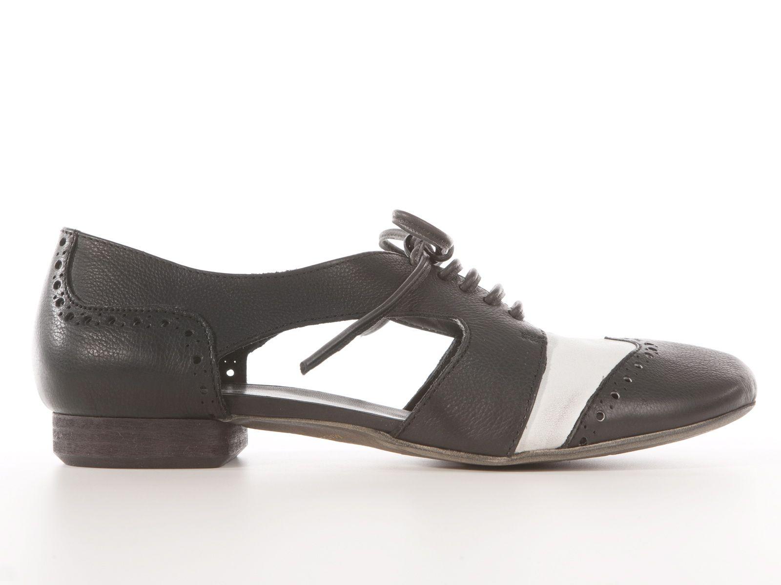 I Love Italian Shoes - il primo store online dove potrai trovare tutte le scarpe dai migliori calzaturieri italiani direttamente a casa tua.