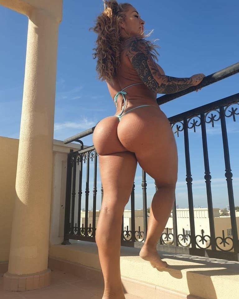 Spanish bubble ass in short jean skirt
