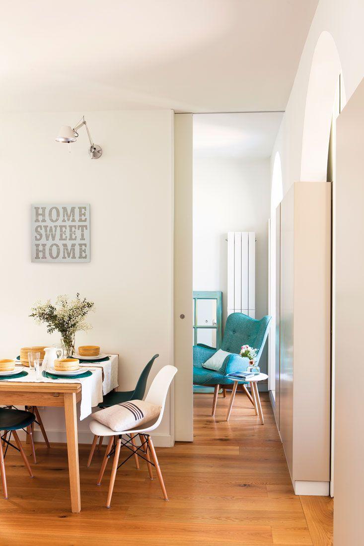 Comedor con aplique en la pared y suelo de parquet - Apliques de cocina ...