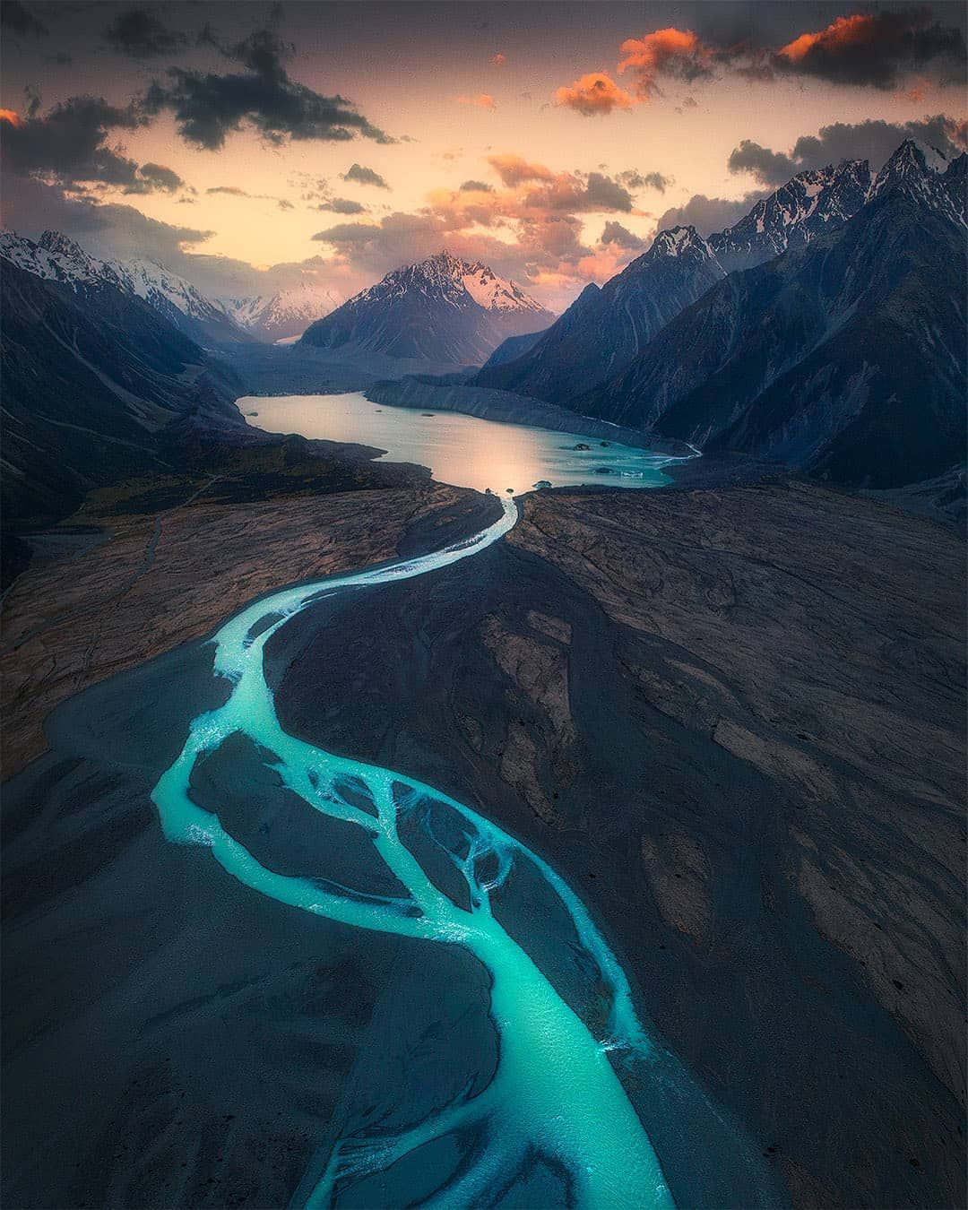 Winding rivers in the mountains of New Zealand Nature