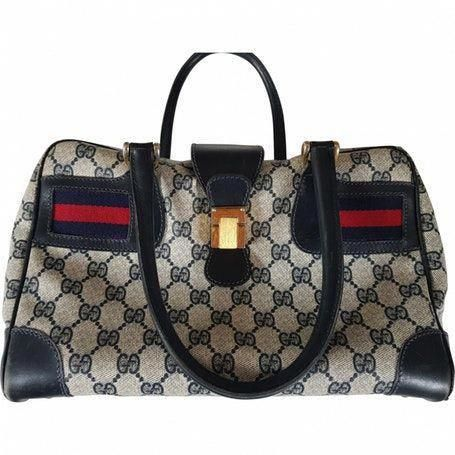 e9405da2805657 #Guccihandbags #Pradahandbags Gucci Handbags, Patent Leather Handbags,  Luxury Handbags, Purses And