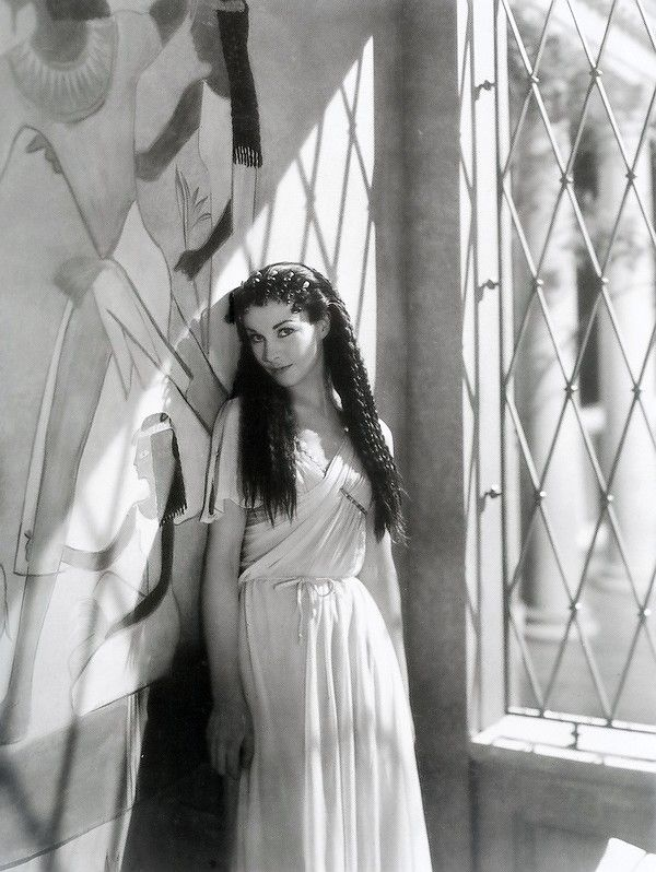 """Vivien Leigh photographed in costume for """"Caesar and Cleopatra"""", 1945"""