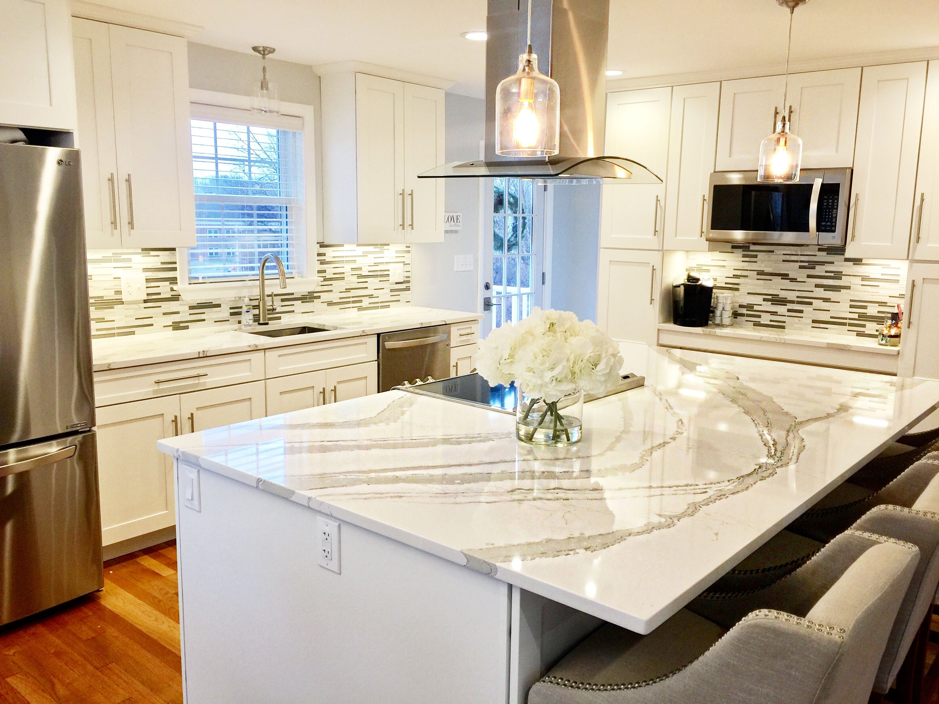 White shaker kitchen cabinets, white and gray Quartz from