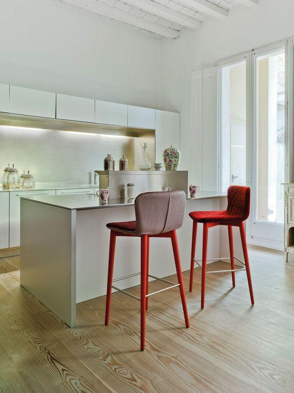 Loft inspirador en el Raval Cocinas con barra, Campana extractora - barras de cocina