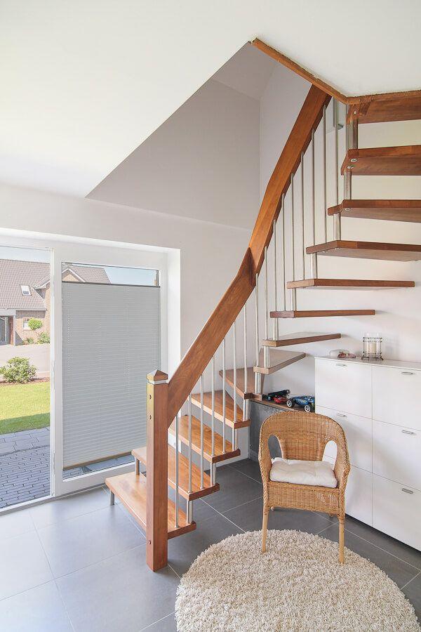 Eingangsbereich Flur Mit Treppe Holz Offen   Hauseingang Innen  Einfamilienhaus Vario Neumünster Von ECO System Haus