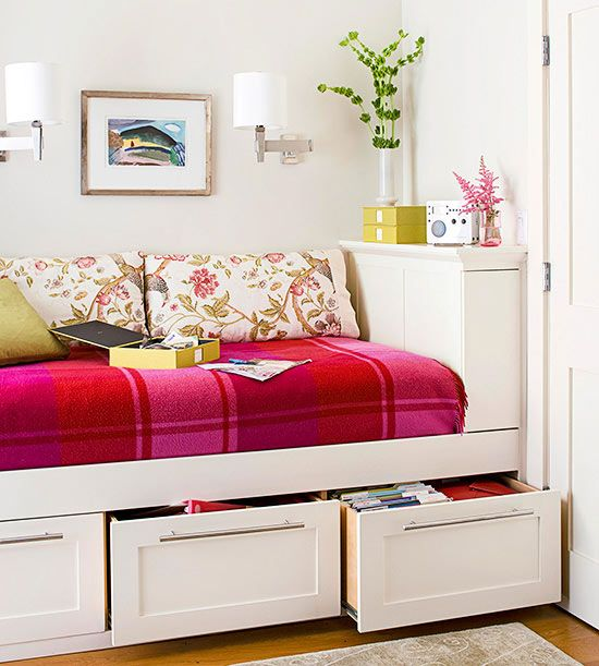 decorating with plaid - Daybed Small Space