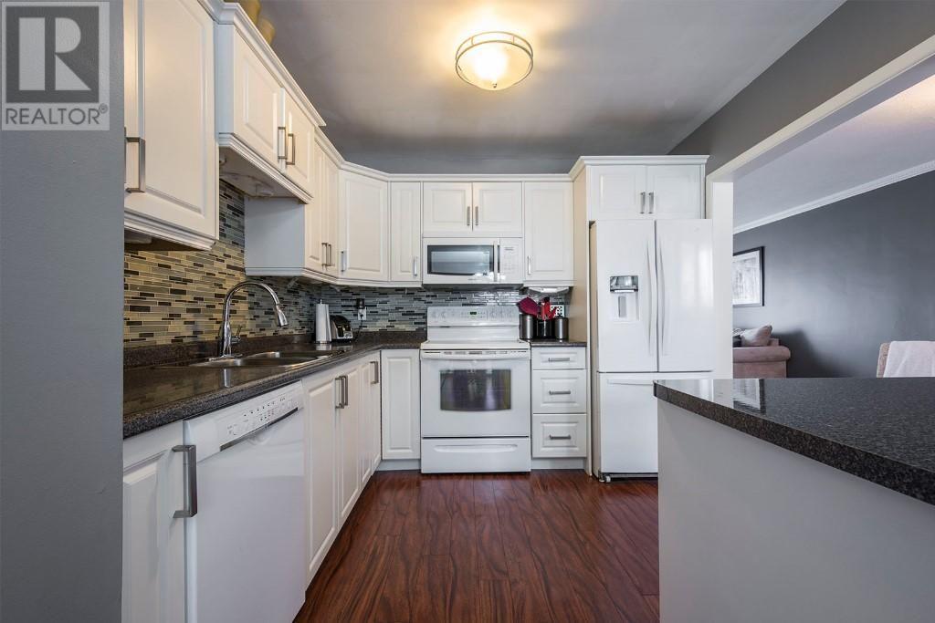 234 Parrott Drive Belleville Ontario K8n4n9 Home Kitchen Kitchen Cabinets