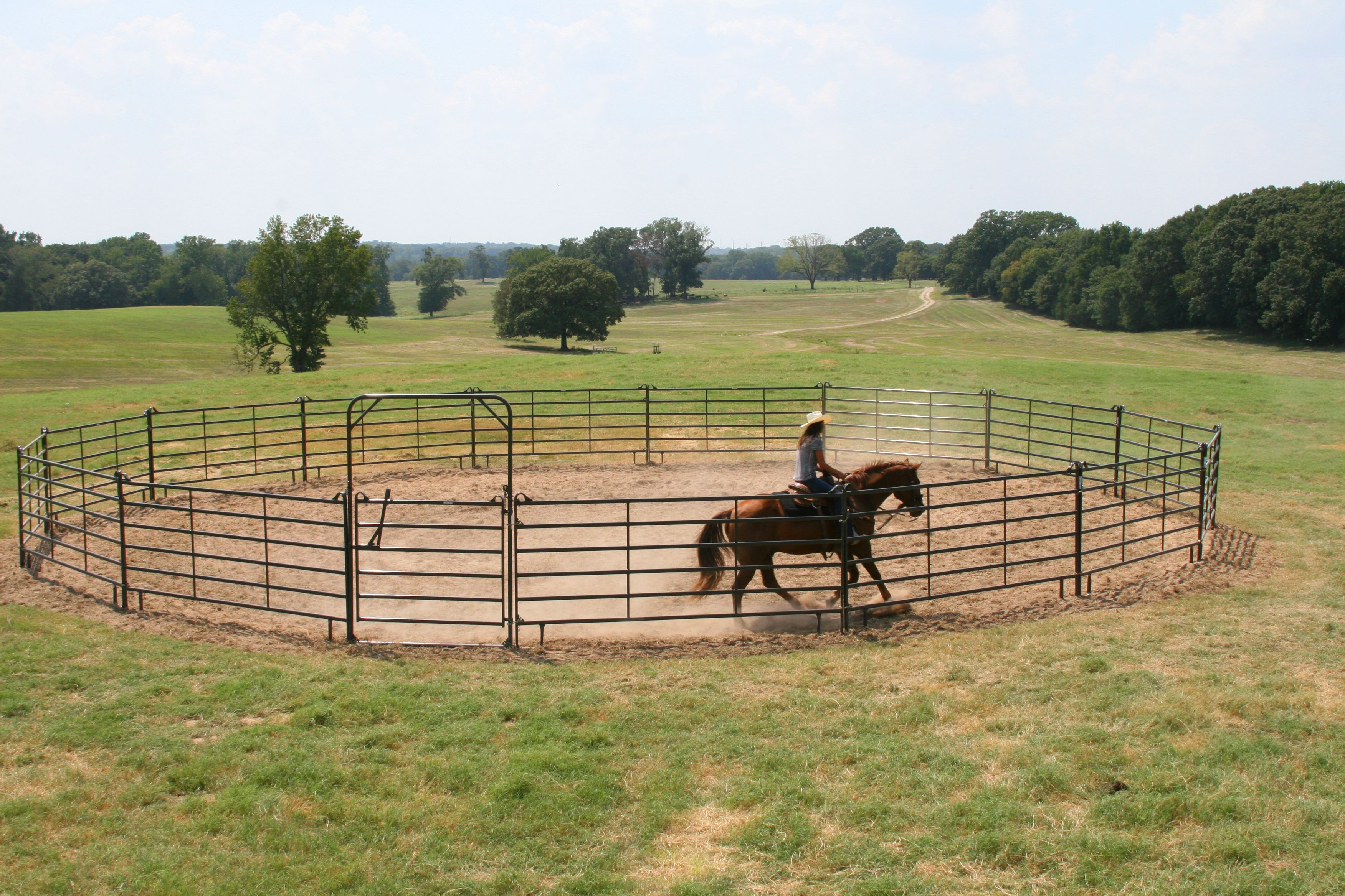 Available in and diameters, these Premier Round Pens are constructed from  Prmier Panels and a Premier Bow Gate.