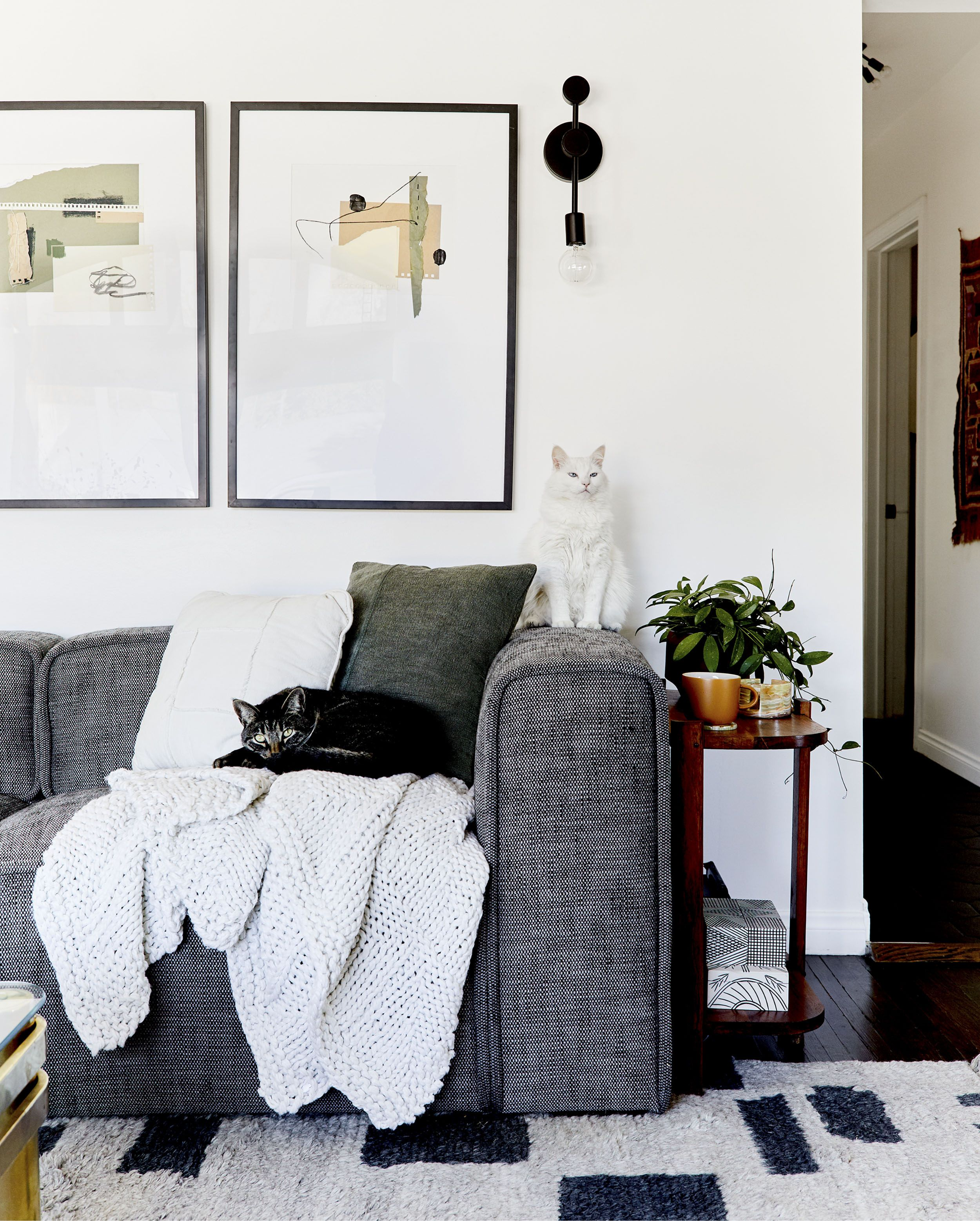 New Moto Reveal Emily Bowser S Refreshed For Function Small Living Room Makeover Living Room Makeover Room Makeover Emily Henderson Living Room #small #living #room #makeover