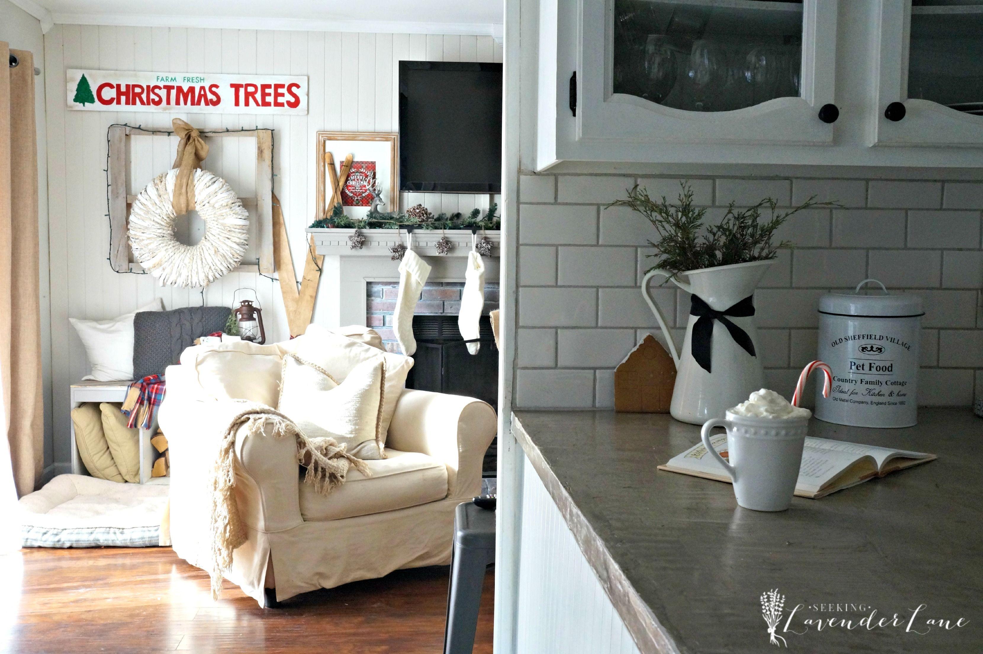 Cottage Christmas Kitchen 3321—2210