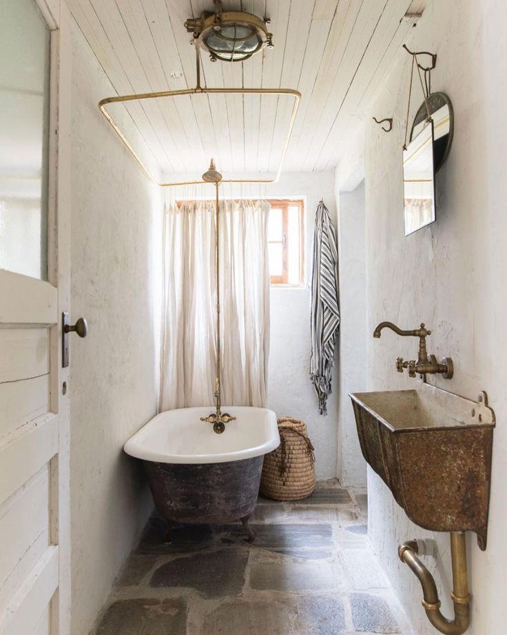 rustikales badezimmer entworfen von leanne ford. / sfgirlbybay - rustikales badezimmer entworfen v