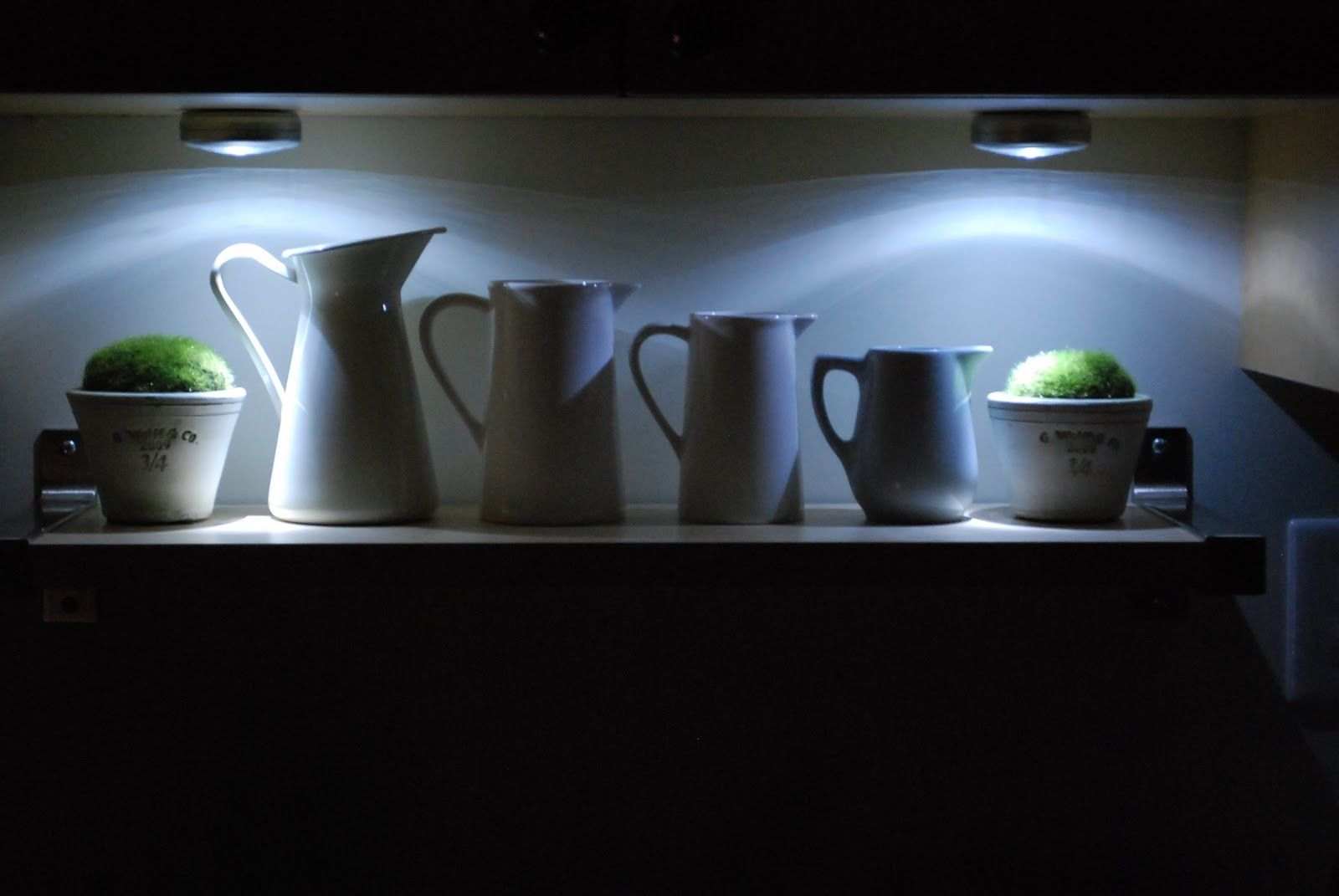 Battery operated under cabinet lighting kitchen