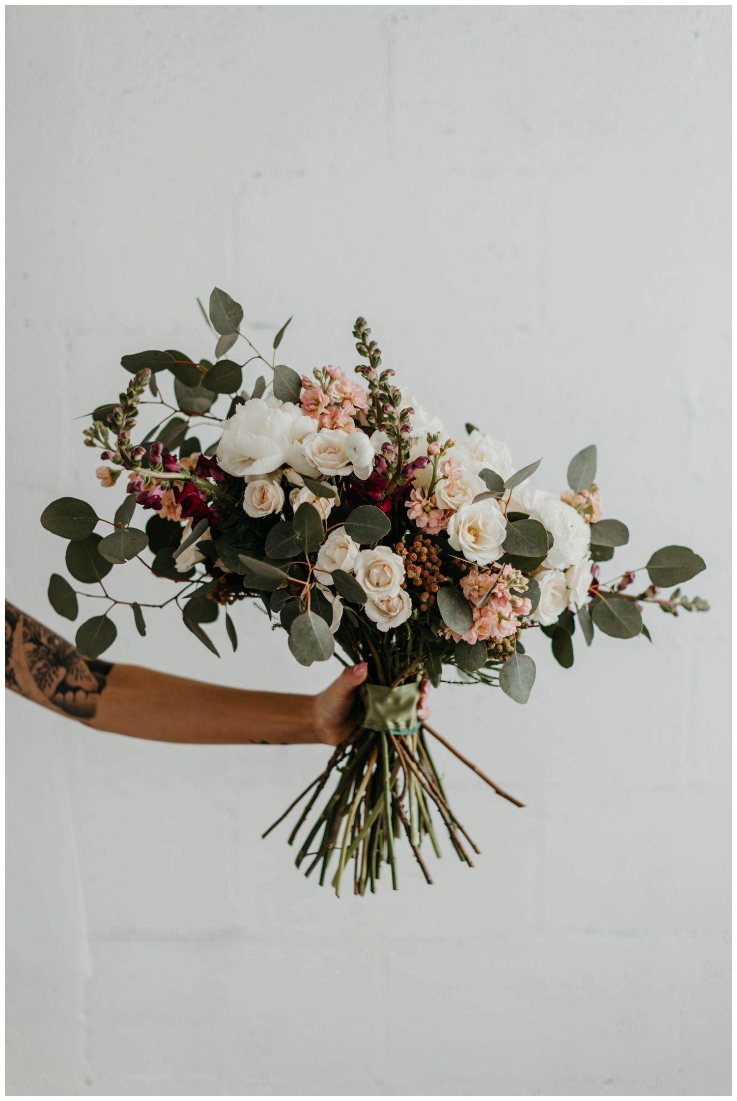 Floral + Bridal Accessory Inspo for the Modern Bride | Truvelle Bridal x Emma Katzka|a&bé bridal shop