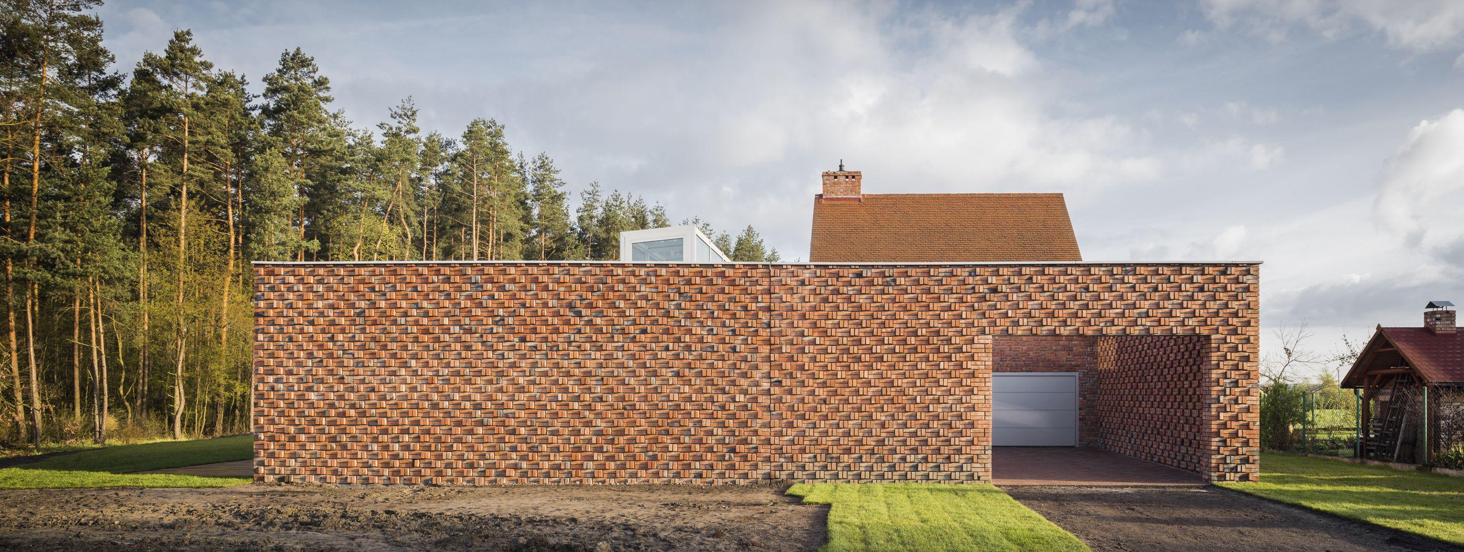 Photo 11 of 12 in Mesmerizing Brickwork Wraps This House in Poland