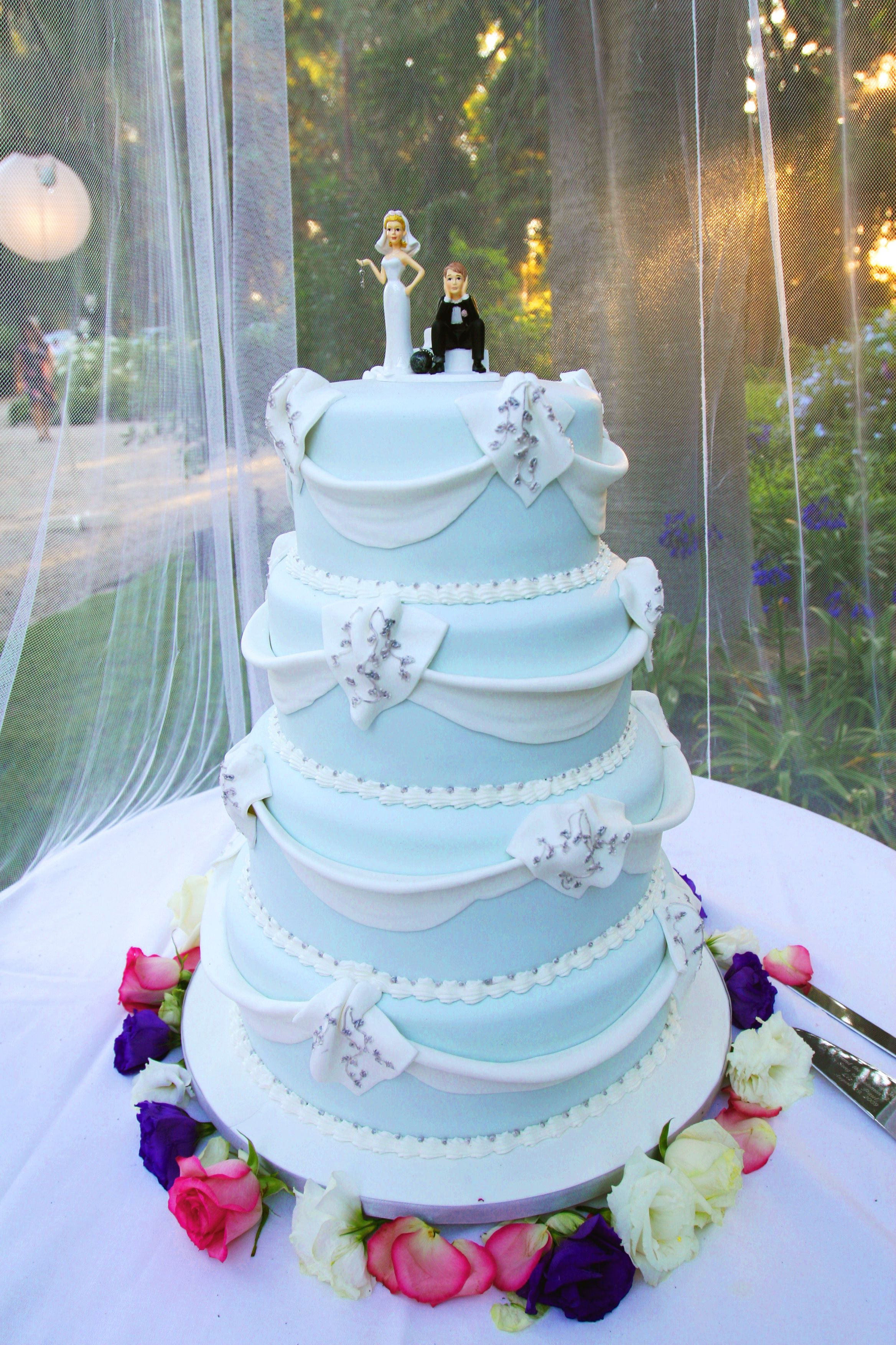 light blue and yellow wedding cakes wedding cake with light blue frosting white accents and a 16852