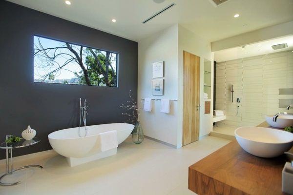 badezimmer-gestalten-graue-wand - badewanne in weiß Badezimmer