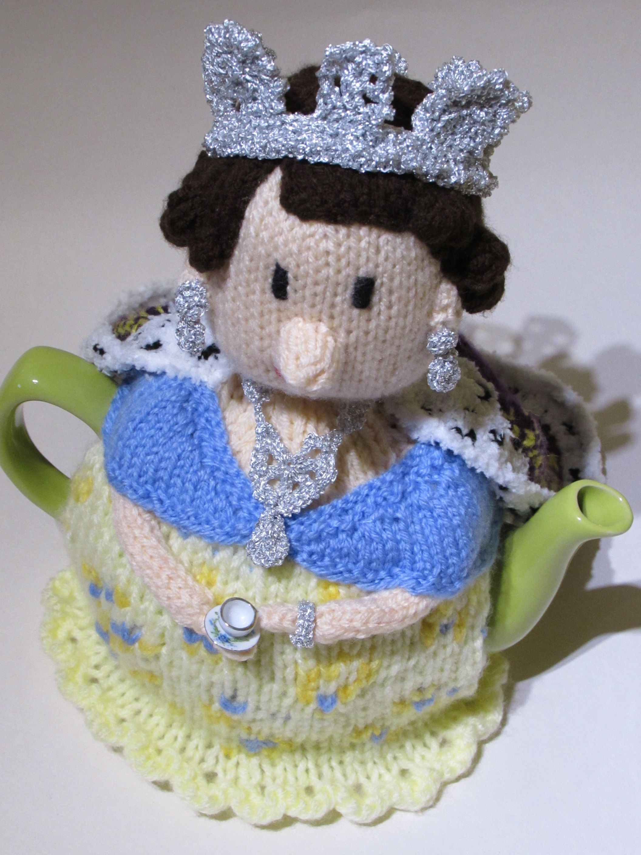 Knit Her Majesty The Queen Tea Cosy Knitting Pattern by TeaCosyFolk ...