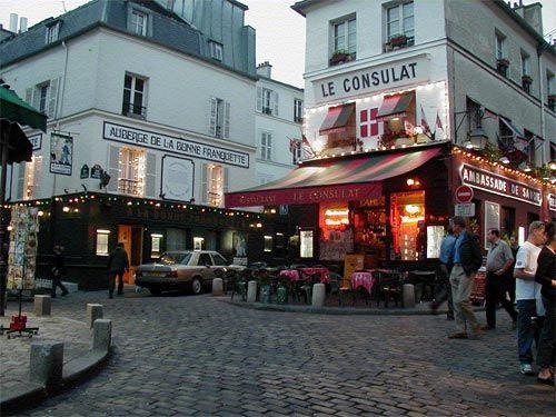 Paris Tourist Traveling: Monmartre, Paris, France