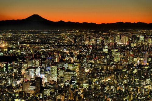 Tokyo Night View by Giovanni88Ant 久しぶりの投稿です ISO500シャッター1/4秒絞りF5とは どういうわけかカメラの設定を大幅に間違えてしまいました 2016.12撮影 http://flic.kr/p/S4dC8V