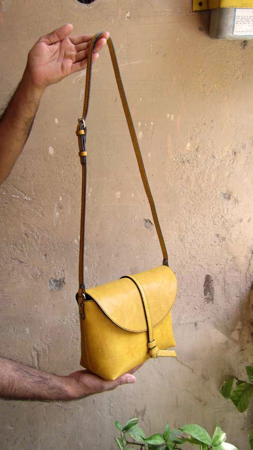 Mustard Little Stella, Chiaroscuro, India, Pure Leather, Handbag, Bag, Workshop Made, Leather, Bags, Handmade, Artisanal, Leather Work, Leather Workshop, Fashion, Women's Fashion, Women's Accessories, Accessories, Handcrafted, Made In India, Chiaroscuro Bags - 4