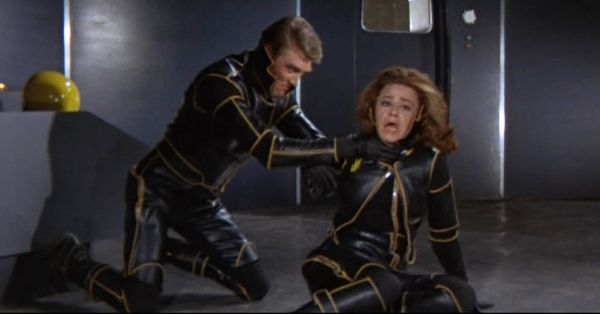 planet-of-the-vampires-crew-trying-to-kill-each-other-italian-horror-sci-fi-review.jpg (600×314)