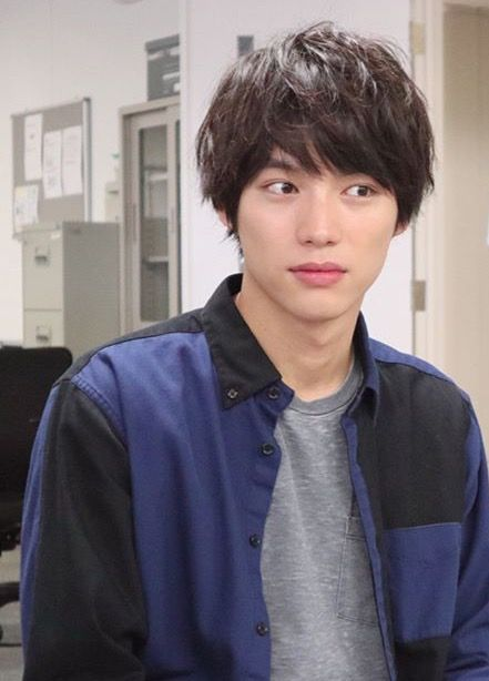 I Wonder What Made Him Make This Face 顔 俳優 髪型 メンズ
