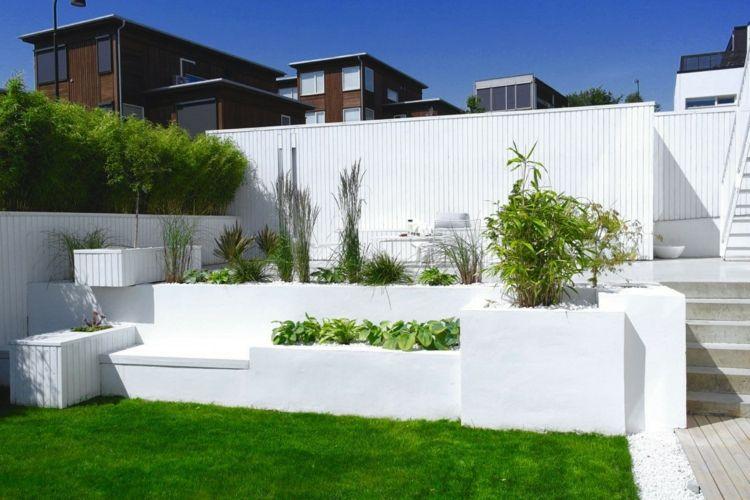 Gartengestaltung Hochbeet Minimalistischer Garten Weiss Wande Mauern Gartendesign Ideen Gartengestaltung Garten