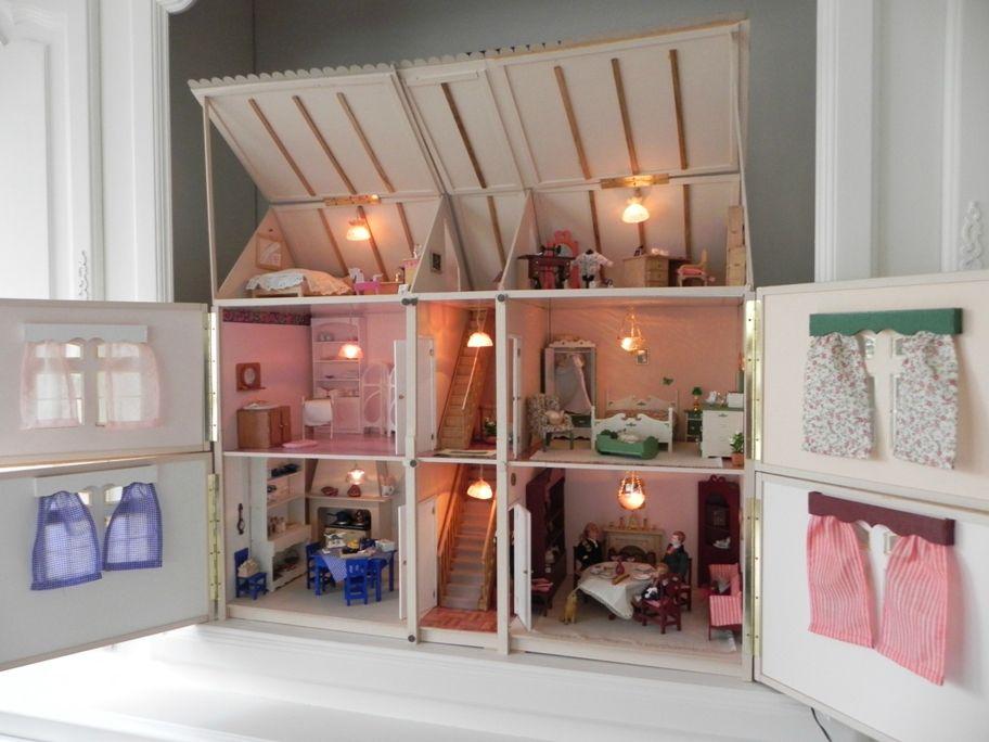 Une maison dans la maison - L'islôtrésor   Maison de poupée en bois, Maison barbie et Maison ...