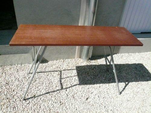 table pliante dorigine pour machine a tricoter singer. Black Bedroom Furniture Sets. Home Design Ideas