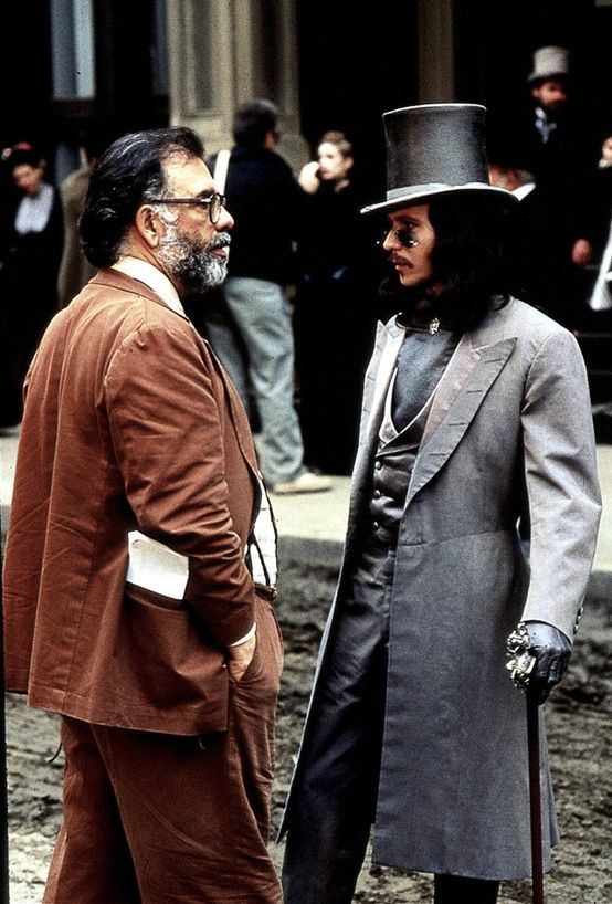Francis Ford Coppola & Gary Oldman on the set of Bram Stoker's Dracula. 드라큘라의 배경이 19세기 영국이어서 추가.